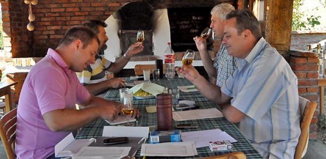 Извештај комисије за оцењивање квалитета јаких алкохолних пића 2012